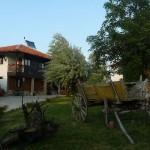 двор и къща1