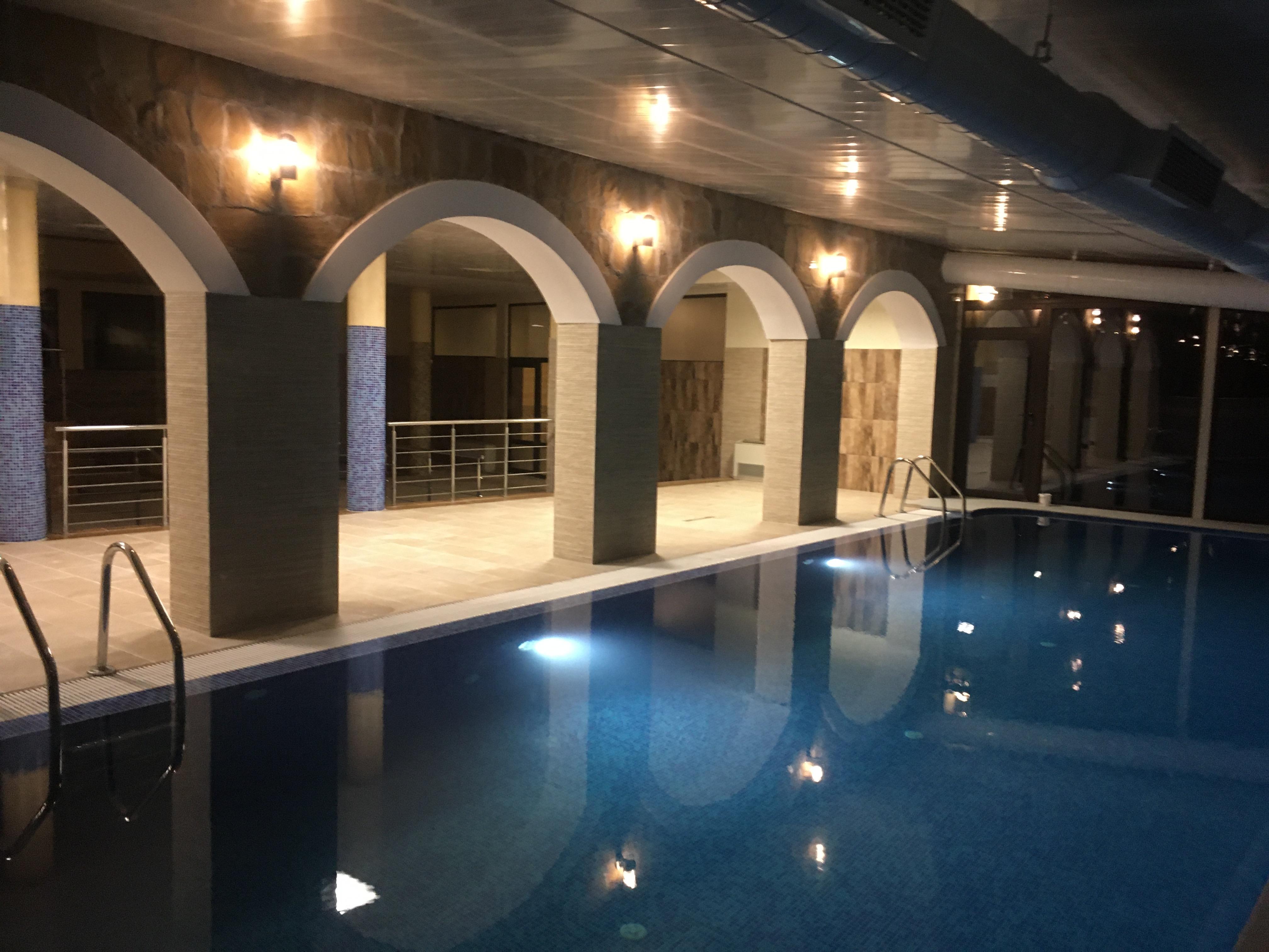 топъл вътрешен басейн